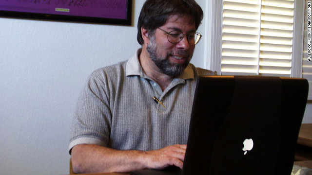 Apple co-founder Steve Wozniak using a Powerbook with the