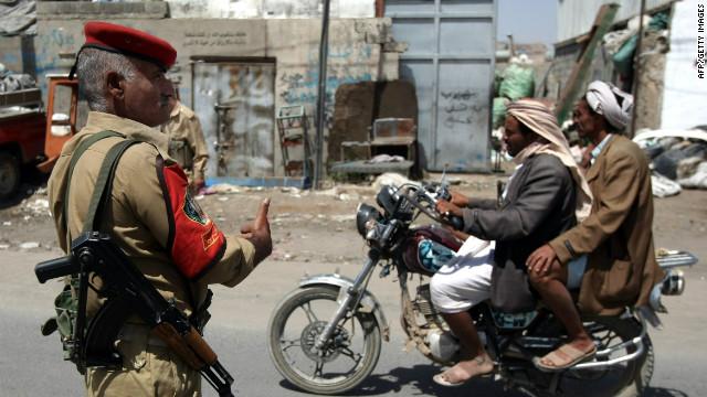 Ataque suicida mata a más de 100 soldados yemeníes durante el ensayo de un desfile