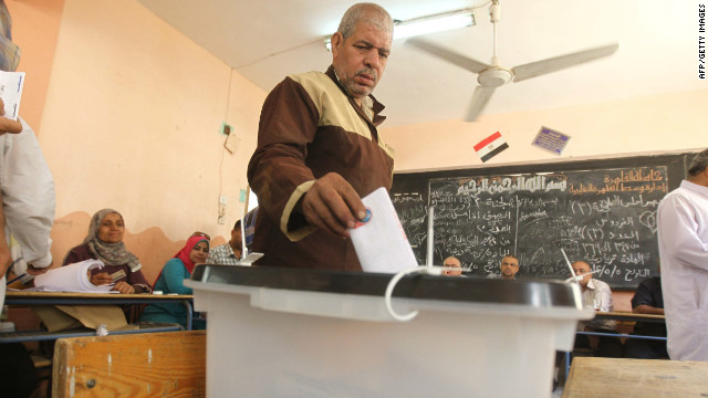 An Egyptian man casts his ballot at a polling station in Cairo on May 24, 2012, the second day of Egypt's historic presidential election.