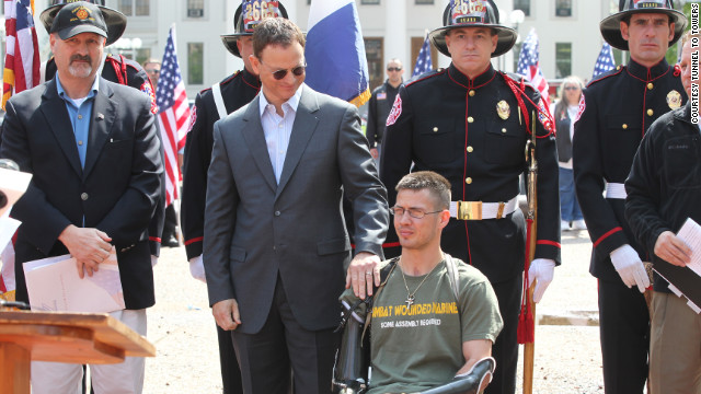 Frank Siller, left, and Gary Sinise, center, announce a concert to raise money for quadruple amputee vet Todd Nicely.