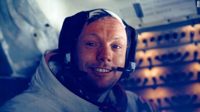 Neil Armstrong detalla los primeros pasos sobre la Luna