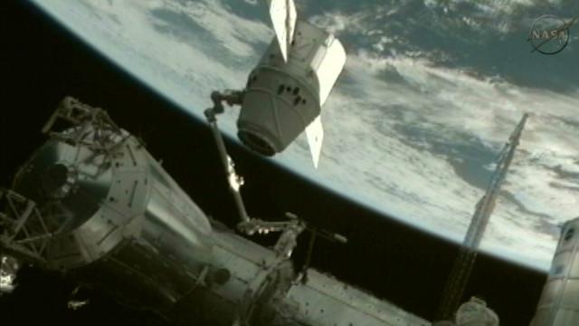 """La cápsula espacial """"Dragon"""" amerizó sobre el Oceano Pacífico en Baja California"""