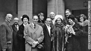 Anne Frank\'s extended family at the wedding of Buddy Elias (front row, fourth from right) and Gerti (with flowers).