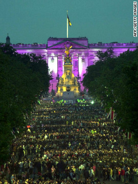 Around a million people gathered outside Buckingham Palace in June 2002, at a concert to commemorate the queen's Golden Jubilee. A similar concert is planned for Monday 4 June for the Diamond Jubilee.