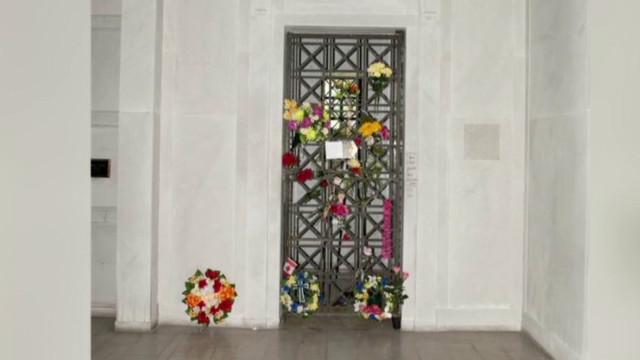 La cripta de Elvis Presley, una subasta para los fanáticos de la música