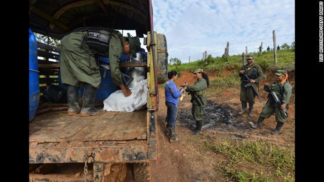 Una salida negociada al conflicto interno vuelve a discutirse en Colombia