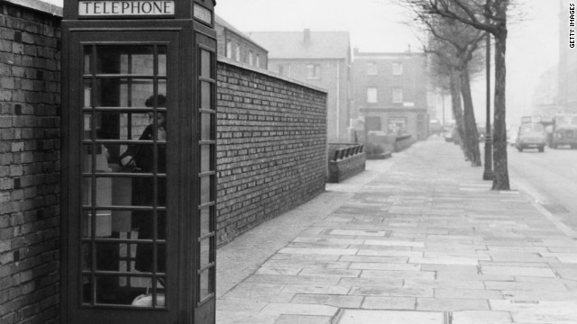 If you wanted to make a phone call in 1952, you most likely had to use a box in the street. This one was snapped in 1963 but the familiar red design remained for decades.
