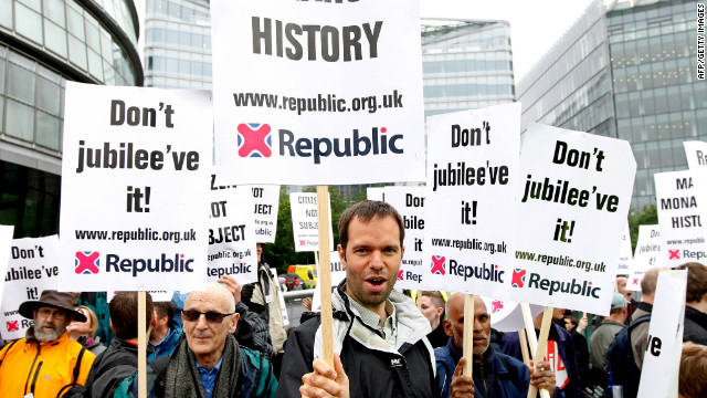 Anti-royalist protestors demonstrate beside the River Thames in London ahead of the 1,000 boat Diamond Jubilee River Pageant on June 3, 2012. 