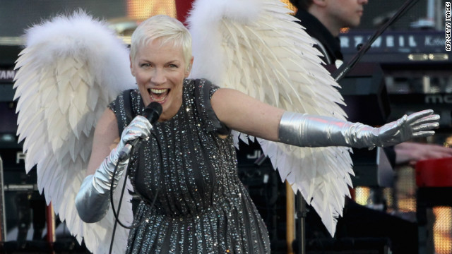 Singer Annie Lennox performs performs her hit &quot;Must Be Talking to an Angel.&quot;