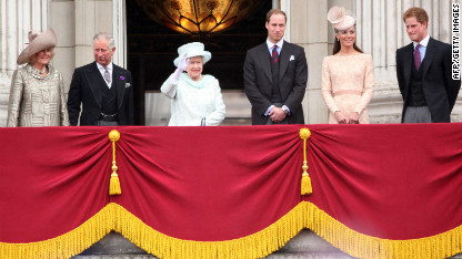 Crowd cheer royals in jubilee climax