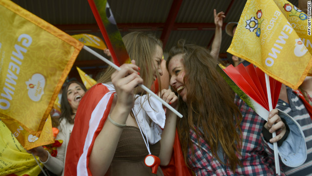 Spanish supporters hope the 2010 World Cup winners can make history by defending their 2008 European title and become the first to win three successive major championships.