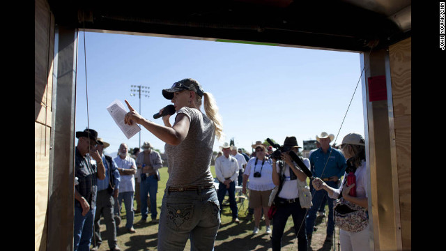 Sherry Kammeyer, safety officer for the Tombstone pipeline project, talks to a crowd of volunteers.