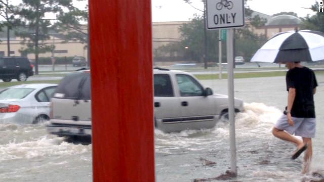 Lluvias torrenciales causan inundaciones y daños en el noroeste de Florida