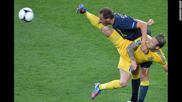 Ukraine's Andriy Voronin vies with Swedish defender Andreas Granqvist.