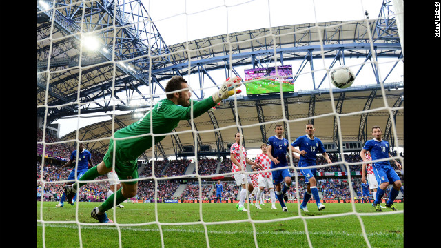 Stipe Pletikosa of Croatia fails to stop a goal from a free kick by Andrea Pirlo of Italy.