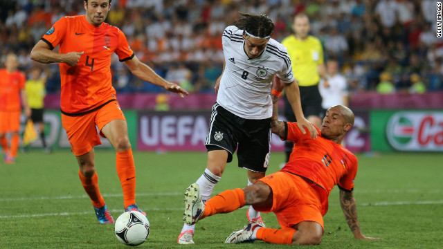 The Netherlands need to beat Portugal by two goals to have any chance of going through, following Wednesday's 2-1 defeat by Germany.