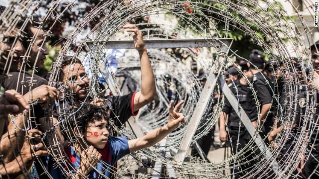 Militares lanzan advertencia a quienes fomenten el caos en Egipto