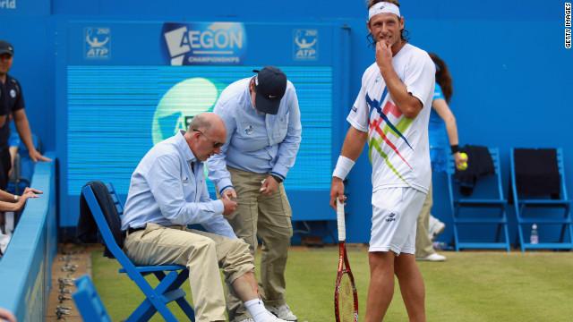 Nalbandian es descalificado del torneo de Queen's por patear una valla y herir a un juez