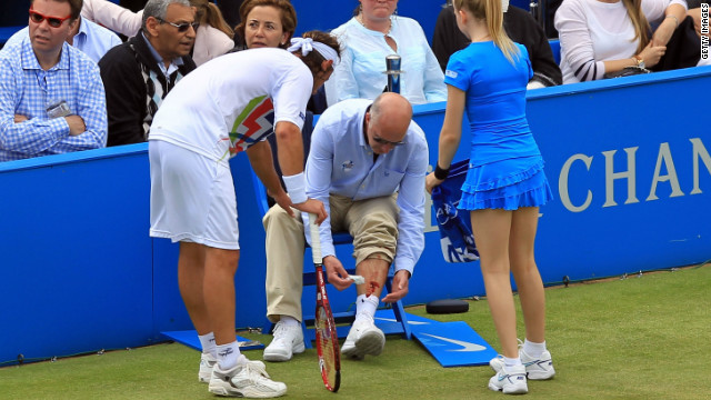 Nalbandian disqualified in Queen\'s final after angry kick leaves official injured