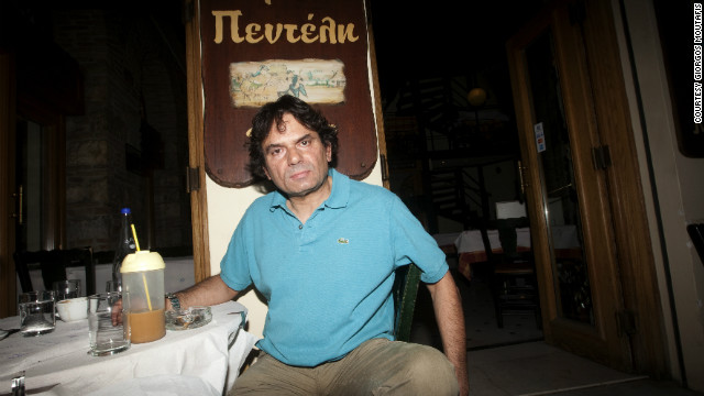 Restaurant owner Paul Papageorgiou blames immigrants for Greece's problems -- he plans to vote for extreme right-wing party Golden Dawn in Sunday's elections.