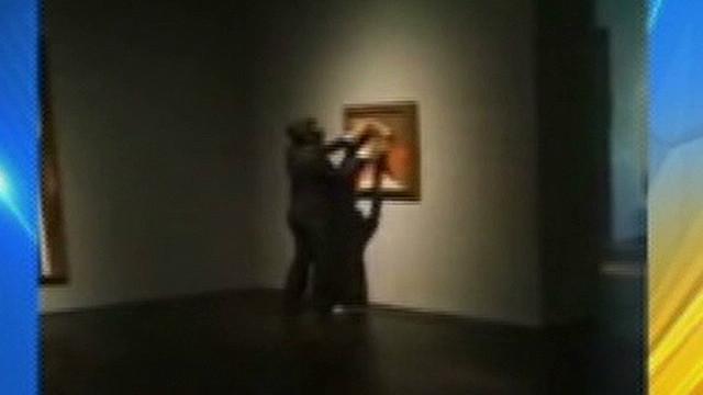 Identifican a vándalo de obra de Picasso y ofrecen 5.000 dólares de recompensa