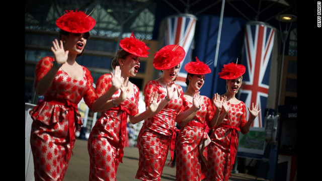 The Tootsie Rollers retro girl-band entertains visitors.