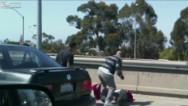 VIDEO: brutal paliza en autopista de LA