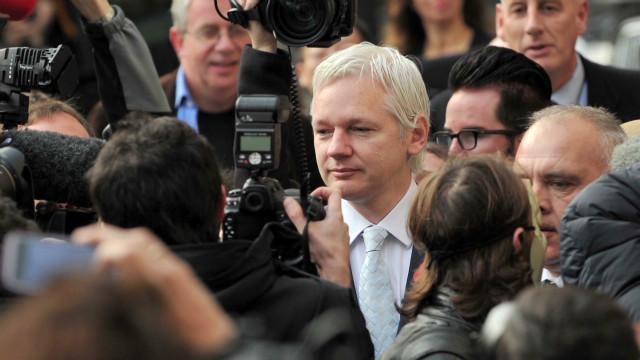Los retos legales y geográficos de Assange para salir de Londres