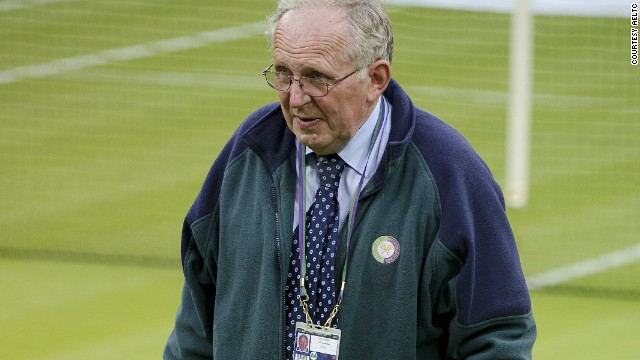 Wimbledon head groundsman Eddie Seaward will retire after overseeing the preparation of the courts for both the third grand slam of the tennis year and the London 2012 Olympics.