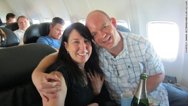 Shawn Oesterreicher popped the question to Lori Kessler on board United Airlines Flight 472
