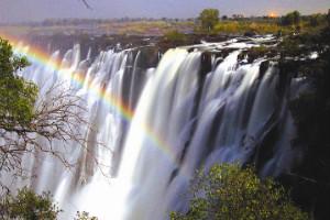Arcoíris lunar, las cataratas Victoria, Zambia