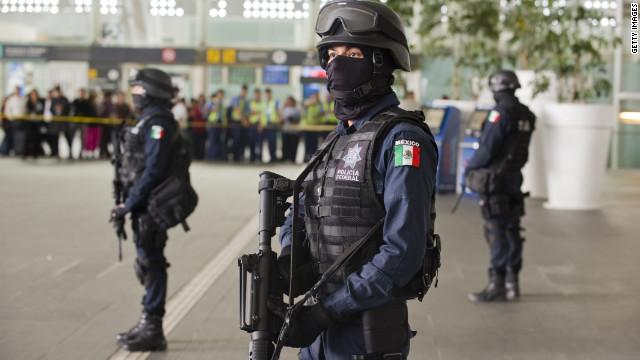 Los asesinos de tres agentes en el aeropuerto de México son policías federales