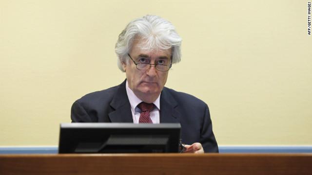 Ex líder serbo-bosnio Radovan Karadzic enfrenta juicio por genocidio
