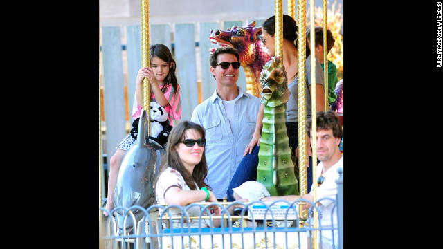 Cruise and Holmes visited Schenley Plaza's carousel with daughter Suri in 2011 in Pittsburgh, Pennsylvania.