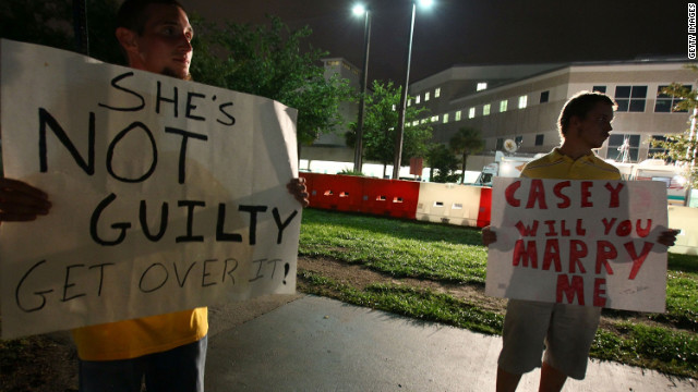 Tim Allen, right, and David Antolic hold signs in front of a jail in Orlando, Florida, on July 16, 2011, the day before Anthony will be released.