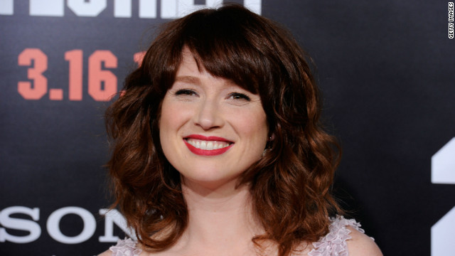 'Bridesmaids' actress Ellie Kemper says 'I do'
