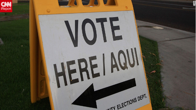A bilingual sign directs voters to a polling station in Phoenix, Arizona.