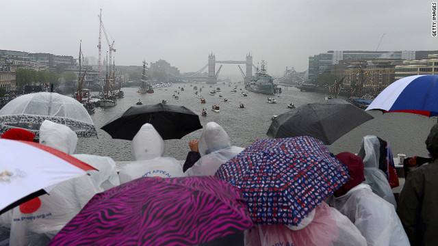 Thousands of people flocked into London to see the flotilla, withstanding driving rain for most of the procession.