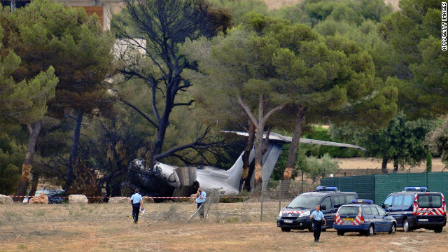 A twin-engined Gulfstream IV plane crashed at Le Castellet airport, southern France, on landing at the private airport as it was flying from Nice. 
