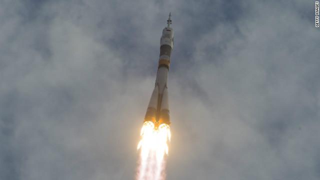 Nave rusa Soyuz parte hacia la Estación Espacial Internacional