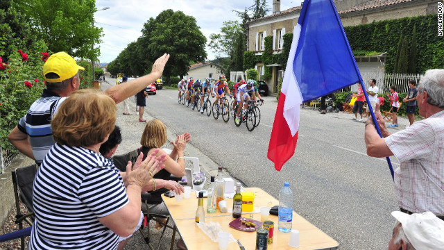 Spectators greet a breakaway group of 11 riders as they picnic along the course Sunday.