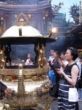 The first and 15th nights of each lunar month draw crowds of worshippers.