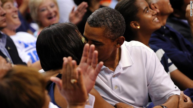 Obamas find spotlight on &#039;kiss cam&#039;