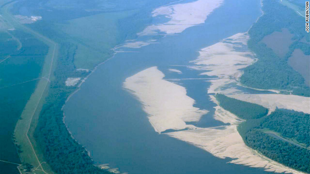 Drought sends 'mighty Mississippi' river levels near record lows