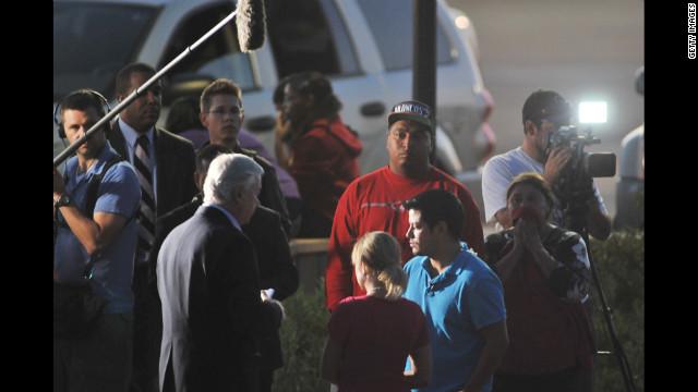 Intensifican la seguridad en EE.UU. tras masacre en cine de Colorado