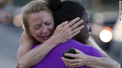 La agonizante espera de las familias de las víctimas del tiroteo en Colorado