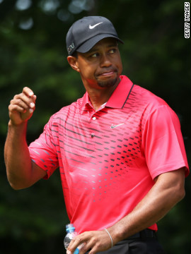 Woods acknowledges the crowd as he prepares to begin his final round of play Sunday.