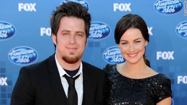 'Idol' champ Lee DeWyze says 'I do'