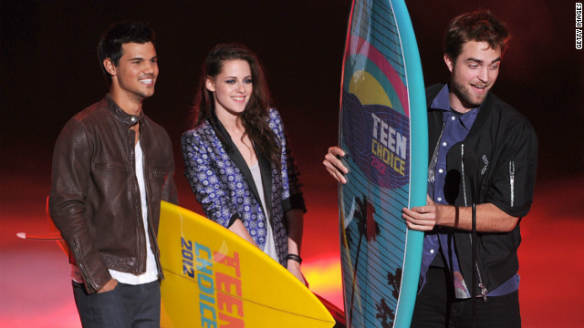 'Twilight' stars win 'lifetime achievement' honor at Teen Choice Awards