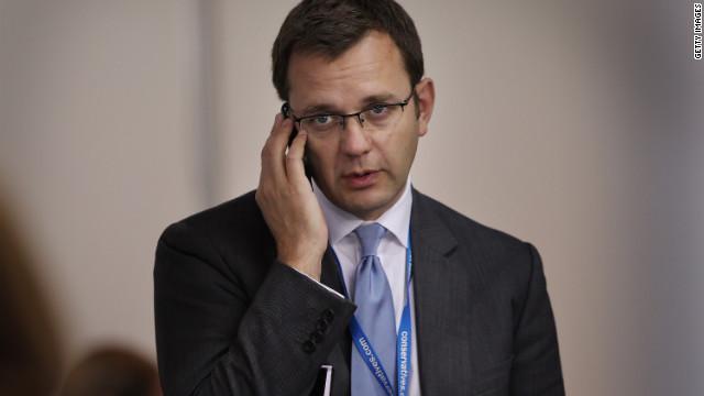 Fiscales británicos anuncian cargos contra 8 periodistas en caso de escuchas telefónicas